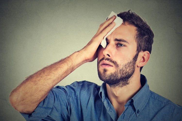 Đổ mồ hôi đầu ở người lớn thường do sự rối loạn hệ thần kinh thực vật - cường giao cảm